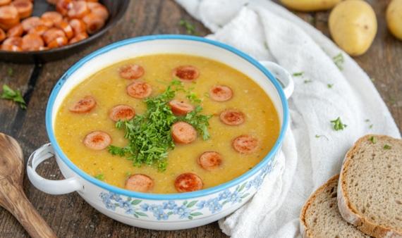 Kartoffelsuppe nach Omas Rezept mit Würstchen