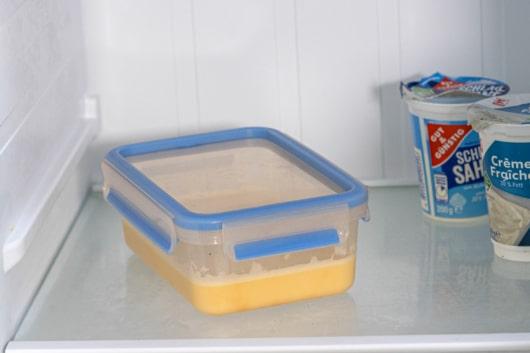 Pfannkuchenteig im Kühlschrank auftauen