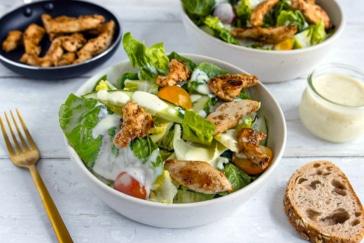 Salat mit Hähnchenstreifen