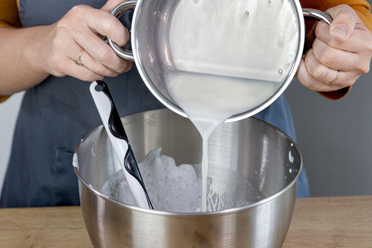 Gelatine unter den Joghurt rühren