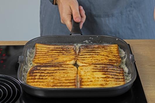 Toast goldbraun anbraten