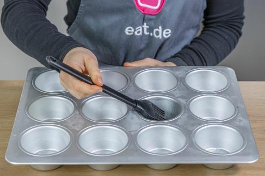 Muffinform einfetten
