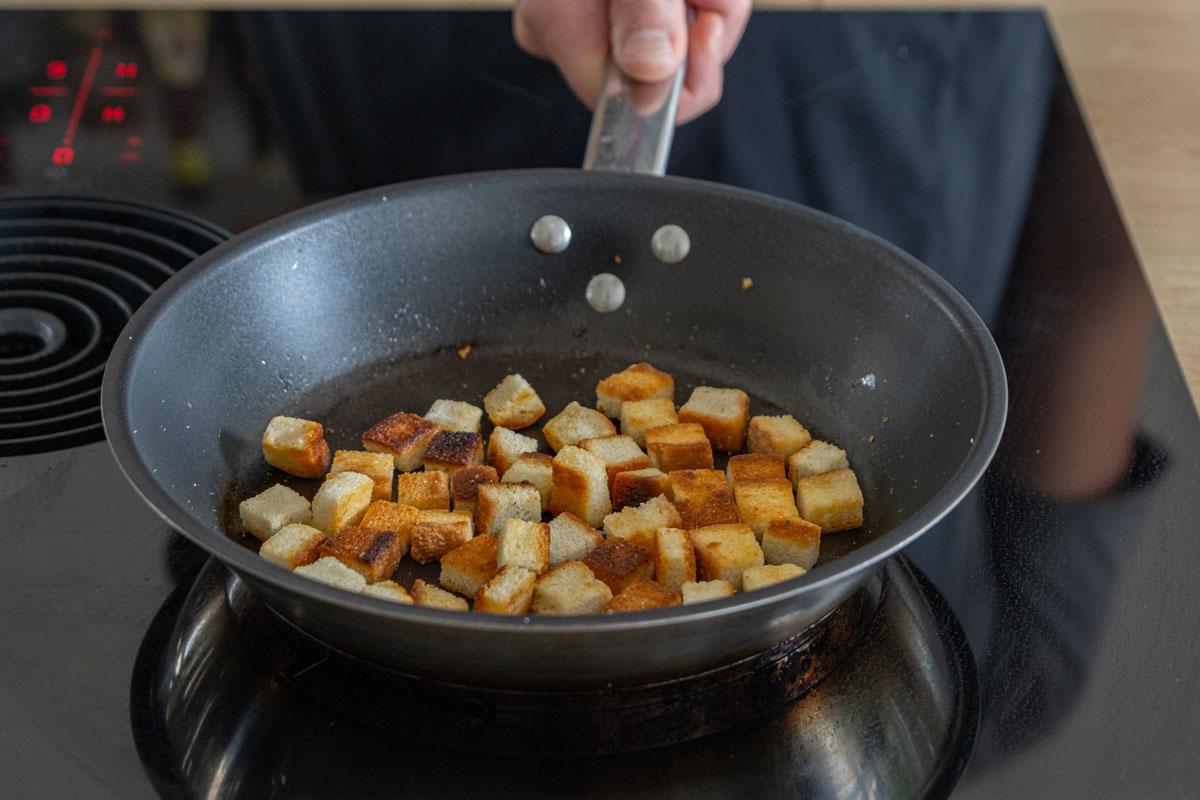 Toastscheiben goldbraun braten