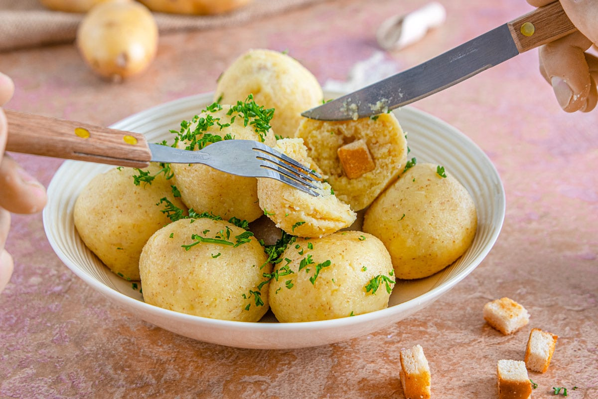 Kartoffelknödel mit Grieß