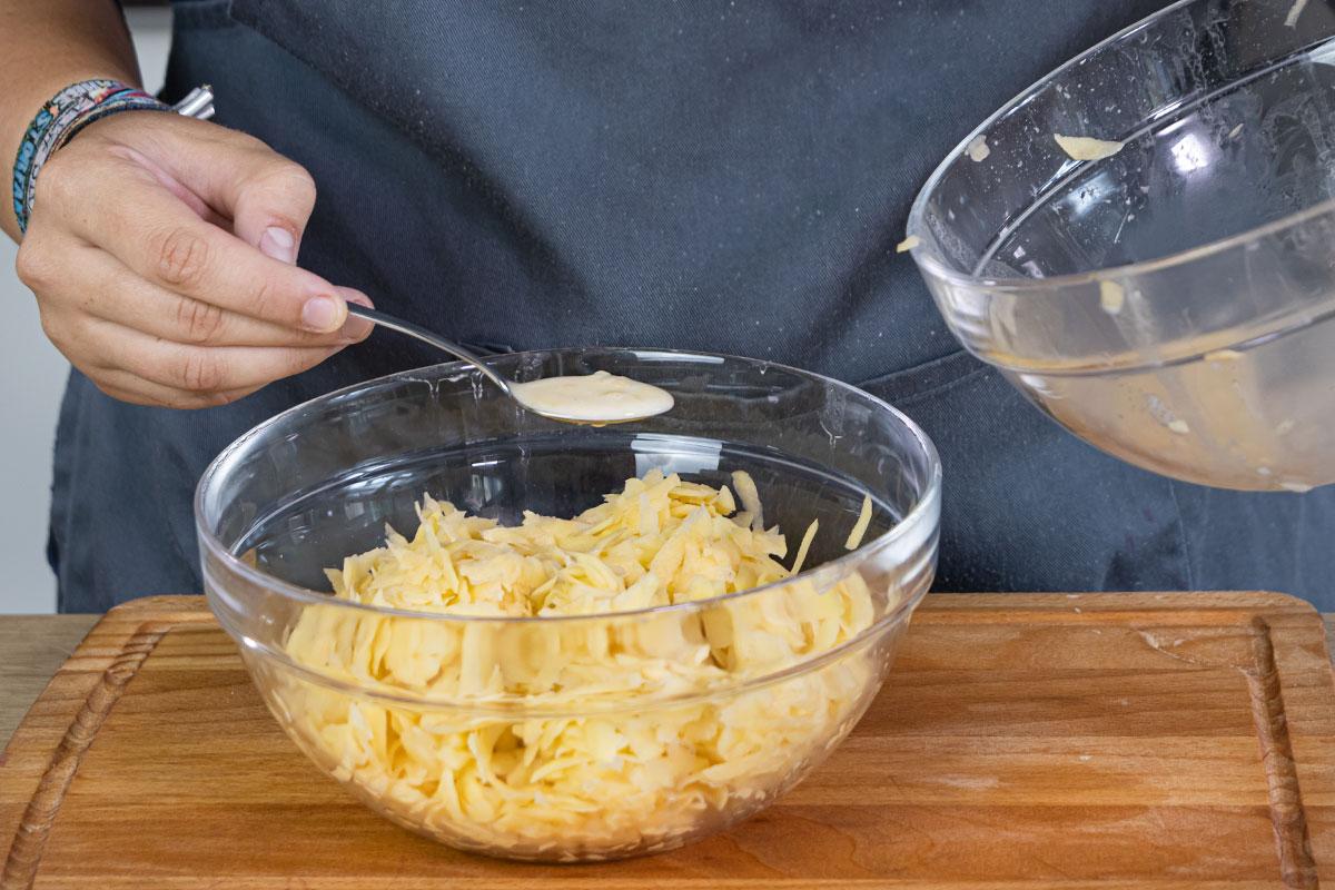 abgesetzte Stärke zur Kartoffelmasse geben