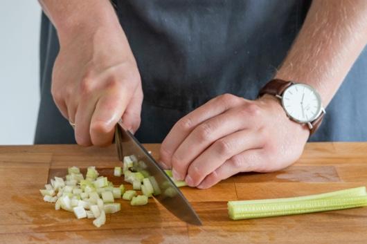 Sellerie klein schneiden