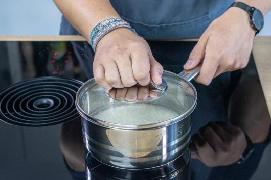Abgedeckt kochen lassen