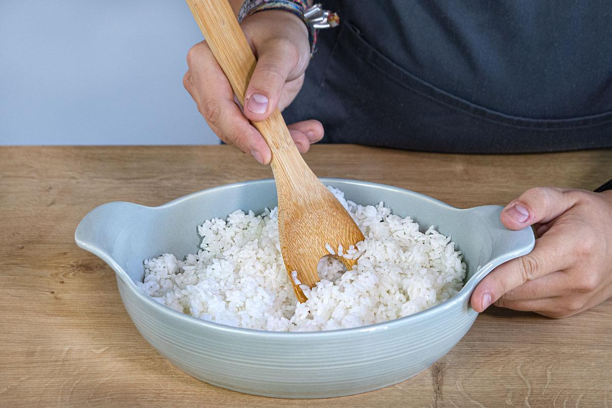 Linien durch den Reis ziehen