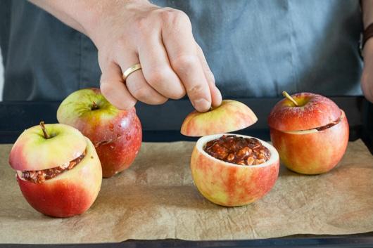 Äpfel abdecken und in den Ofen geben
