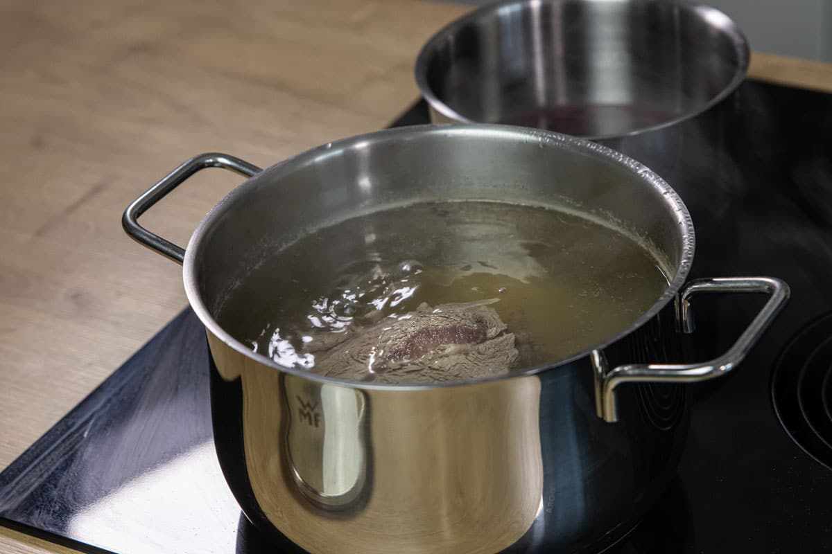 Rindfleisch kochen lassen